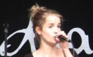 Sängerin beim Stadtfest